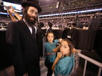 Father with 2 kids  color -- color, Green, JDN, Siyum : Green, JDN, Siyum, color