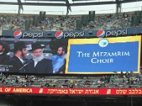 Singers  sign color -- Green, singers, Siyum, stadium, YE : Green, Siyum, YE, singers, stadium